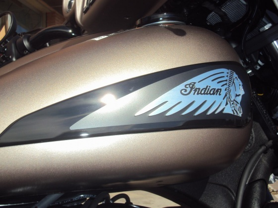 venta_moto_nueva_indian_chieftain_dark_horse_bronce_anagrama