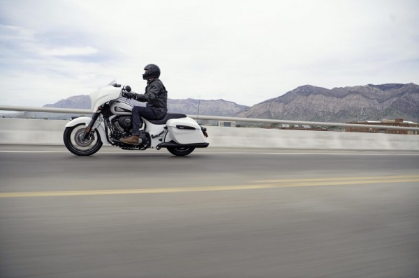 venta_motos_indian_chieftain_dark_horse_carretera